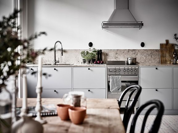 How To Make An Empty Wall In The Kitchen?